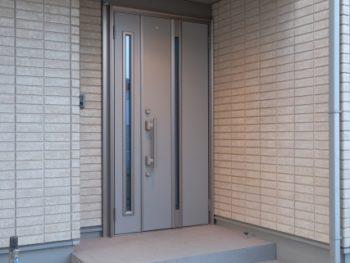玄関ドアを替えたい