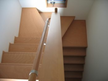 手摺りを付けたい 階段 屋内